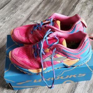 Brooks Cascadia 11 running shoes 6.5